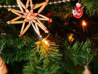 Cómo hacer una bola de Navidad con tiras de papel