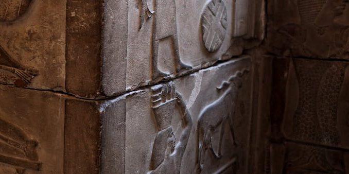 Pendientes con mensaje egipcio
