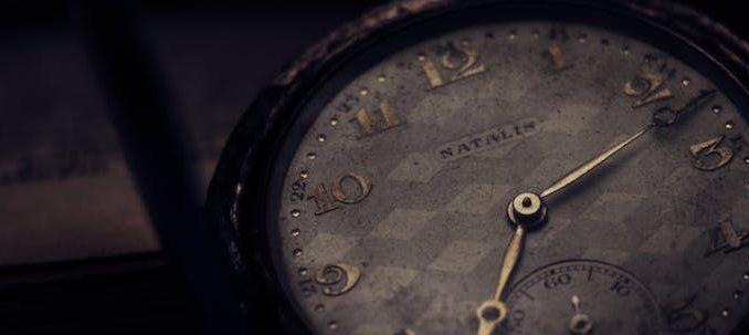 Diferentes modelos de relojes rústicos (I)